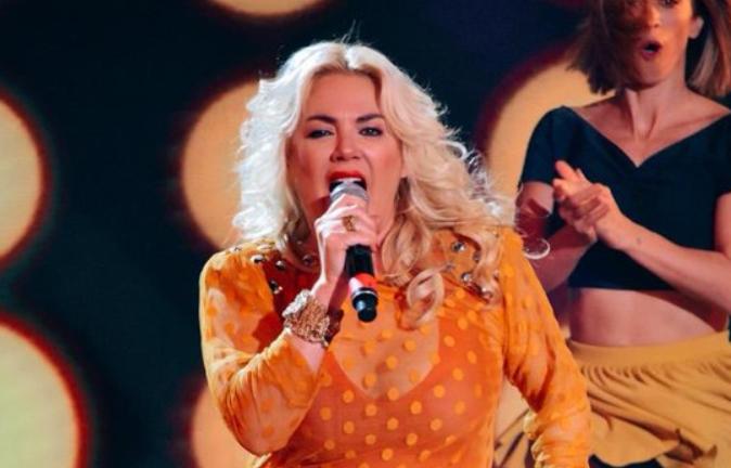 Esmeralda Mitre Cantando 2020